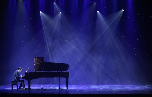 """【上海站】""""被风吹起的音符""""——张康明 心灵钢琴作品音乐会"""